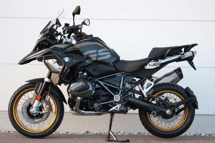 BMW R 1250 GS Exclusive v. links bei Motorrad Bayer GmbH in Ulm/ Senden