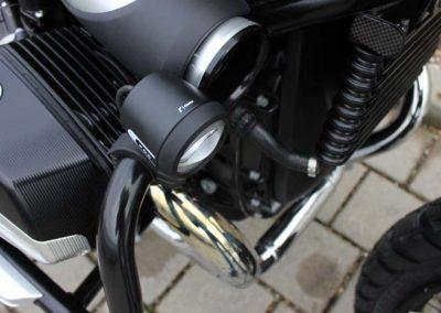BMW R nine T Scrambler Umbau – LED Nebel Zusatzscheinwerfer