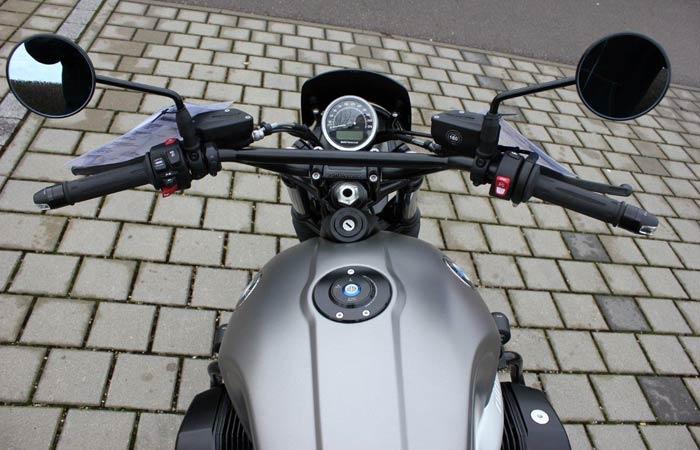 BMW R nineT Scrambler Umbau – Tank, Lenker und Armaturen