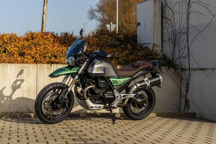 Moto Guzzi V85 TT mit 100 Jahre Sonderlackierung