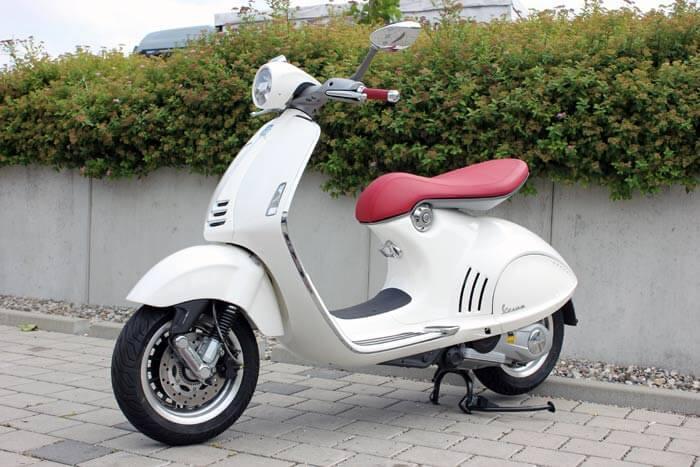 Vespa 946 Modell 2013 - weiß - Motorrad Bayer GmbH Ulm/ Senden